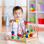 Skal baby have legetøj og hvornår?
